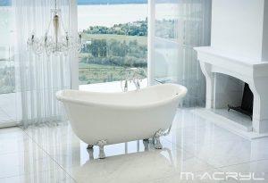 fürdőszoba új lábon álló káddal elegáns környezetben